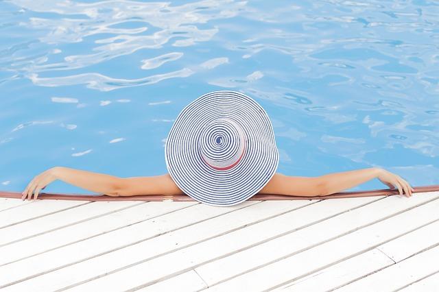 zwembad ontspannen zomer zon